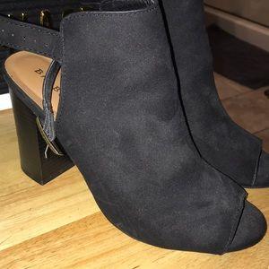 Black block open toe heels